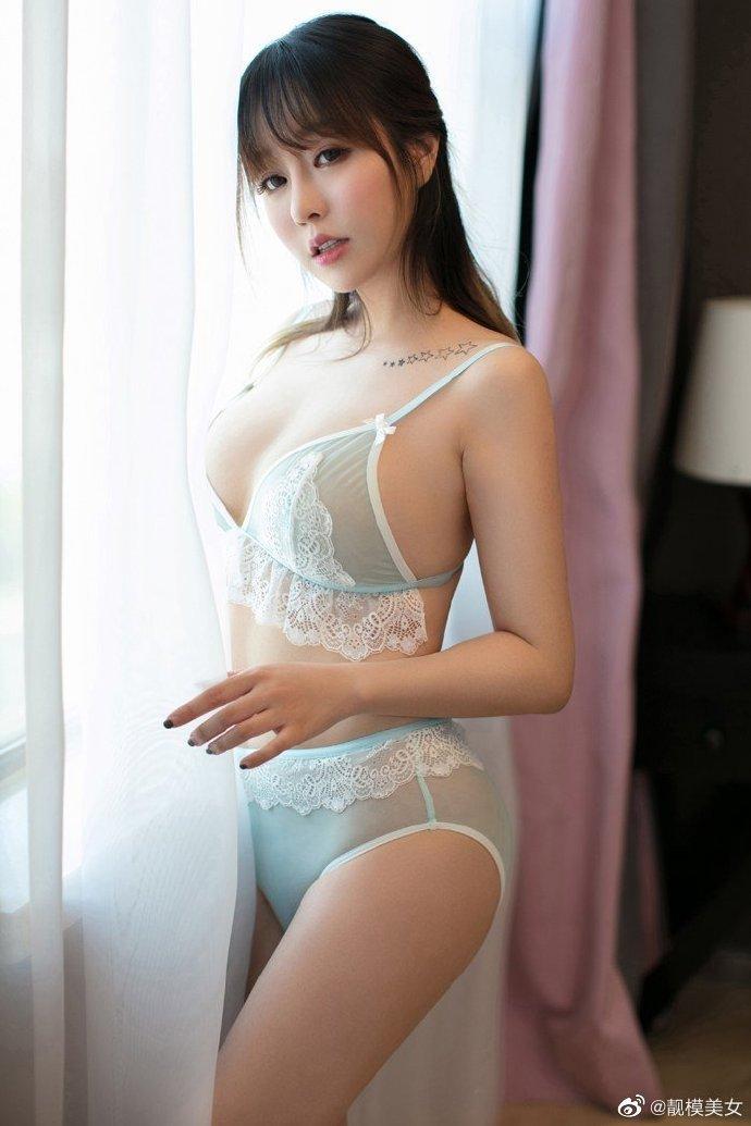 ASMR中文福利 管理员小姐姐的浴室服务