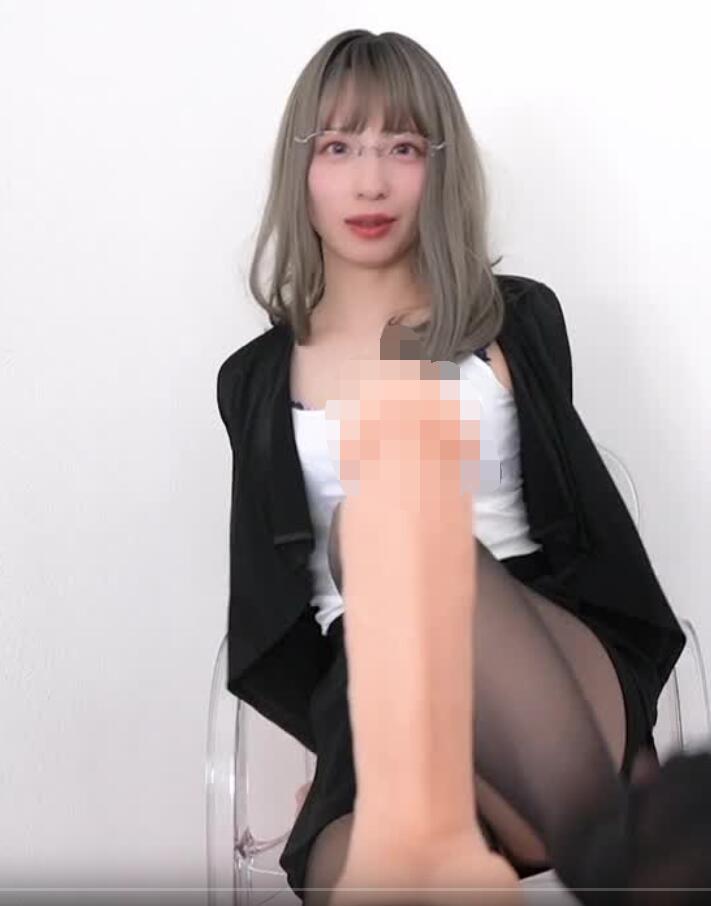 污酱12-2淫荡的眼镜秘书舔U chan福利视频