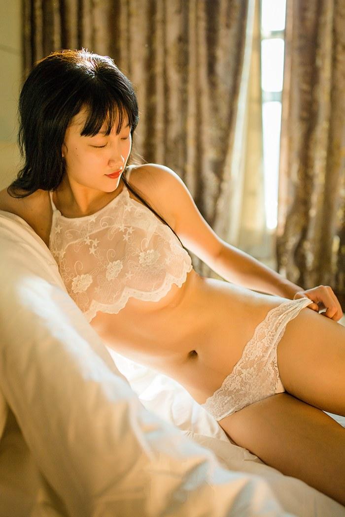 ASMR_【又又助眠 】是你刚表白成功的女友睡在你身旁吗?