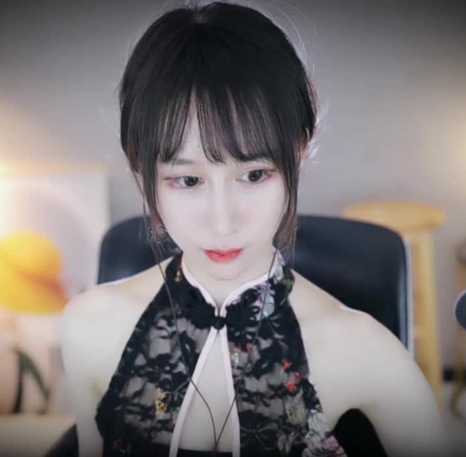 虎牙阿稀稀大魔王24期旗袍—露脸视角